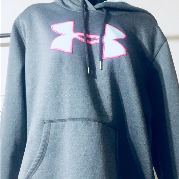 Under Armour Tops - Under Armour women's semi fitted lg sweatshirt